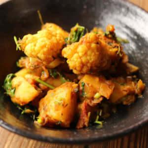 ジャガイモとカリフラワーのカレー(アルゴビ)|インドカレーの作り方|スパイス・レシピ