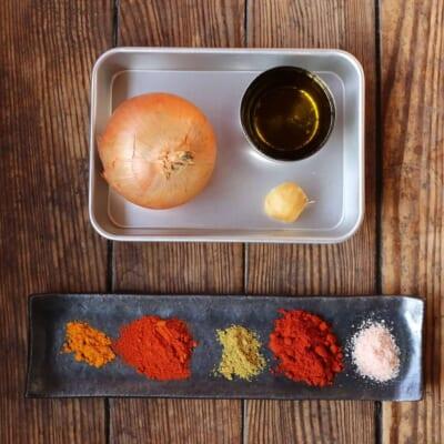玉ねぎのアチャールの材料